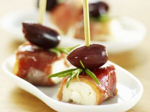 Bacon-wrapped Cream Cheese with Olives recipe