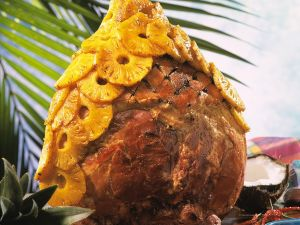 Baked Bone-in Ham with Spices and Pineapple recipe