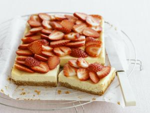 Berry and Soft Cheese Gateau recipe