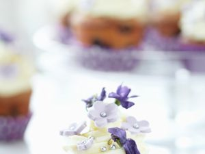 Berry Cake with Topping and Flowers recipe
