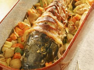 Whole Fish with Stuffed with Wine Sauce recipe