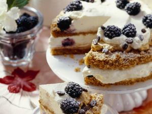 Coffee Gateau with Berries recipe