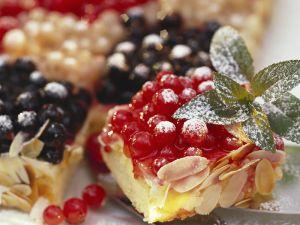 Currant Cake with Advocaat Cream recipe