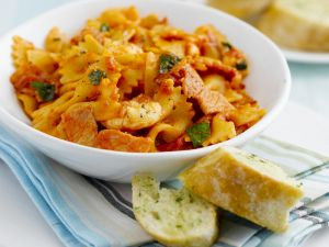 Farfalle with Bacon and Tomato Sauce recipe