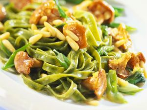 Green Pasta with Mushrooms and Pine Nuts recipe