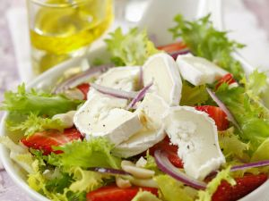 Green Salad with Strawberries and Goat Cheese recipe