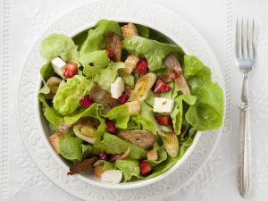 Green Salad with Strawberries and Leeks recipe