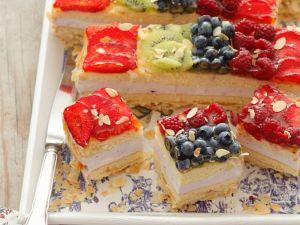 Kiwi and Berry Cake recipe