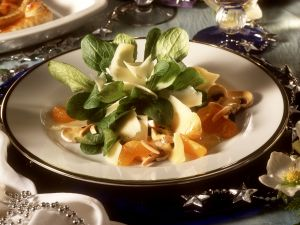 Lamb's Lettuce Salad with Mandarin Oranges and Cheese recipe