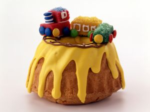 Lemon Bundt Cake with Marzipan Train recipe
