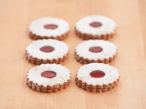 Linzer Cookies with Red Currant Jam recipe