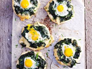 Mini Pizza with Spinach and Quail Egg recipe
