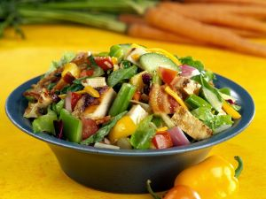 Mixed Salad with Vegetables, Bacon and Chicken recipe