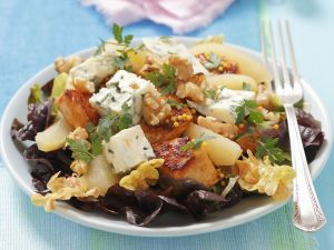 Oak Leaf Salad with Chicken, Blue Cheese and Pears recipe
