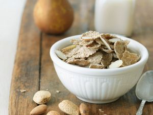 Pear and Spelt Flake Cereal with Almond Milk recipe