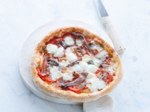Pizza with Anchovies and Mozzarella recipe