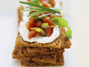 Rye Crackers with Cream Cheese and Tomato recipe