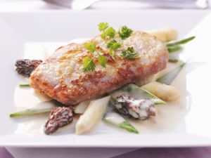 Sautéed Veal with Asparagus and Morels recipe