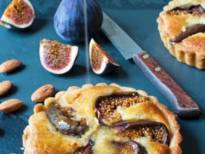 Small Tarts with Figs, Almonds and Honey recipe