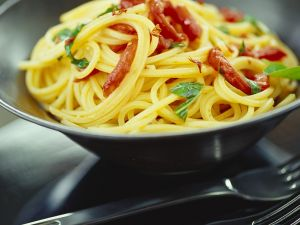 Spaghetti with Garlic and Tomatoes recipe