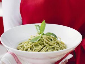 Spaghetti with Green Pesto recipe
