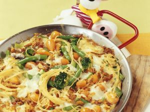 Spaghetti with Vegetables, Onions and Mozzarella recipe