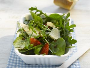 Spinach-Arugula Salad with Strawberries and Parmesan recipe