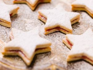 Star-Shaped Sandwich Cookies with Currant Jam recipe