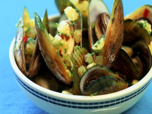 Steamed Mussels with Pineapple and Peppers recipe
