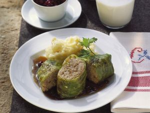 Stuffed Cabbage Rolls with Mashed Potatoes and Lingonberries recipe