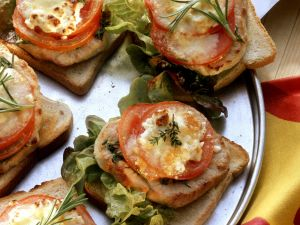 Toast with Pork, Tomato, and Mozzarella recipe