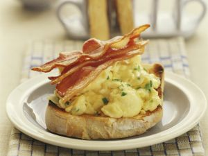 Toast with Scrambled Eggs and Bacon recipe