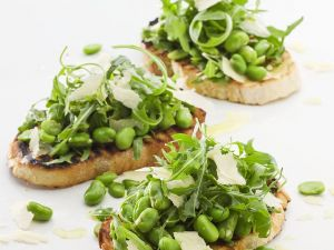 Toasted Bread with Beans, Parmesan and Arugula recipe