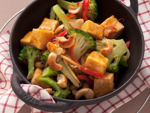 Tofu with Broccoli and Nuts recipe
