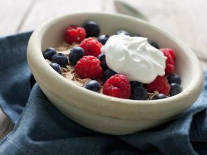 Yogurt with Oatmeal and Berries recipe