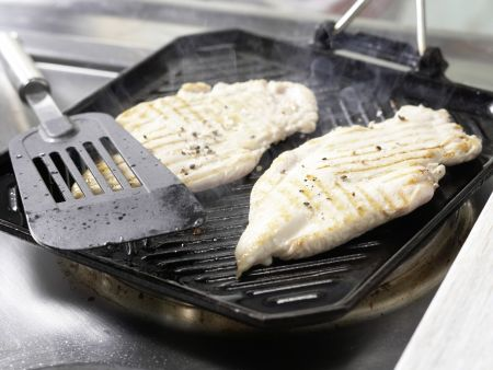 how to cook chicken breast fillets in a pan