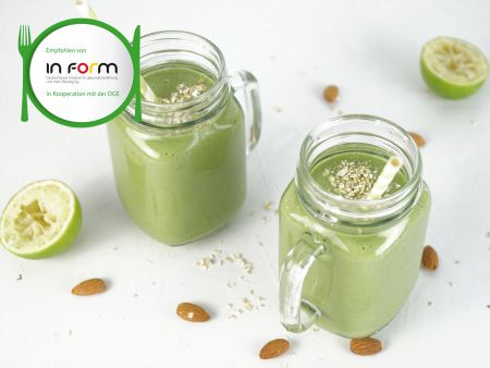Lamb's lettuce-pear smoothie
