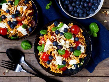 Lentil noodle salad with mozzarella and blueberries