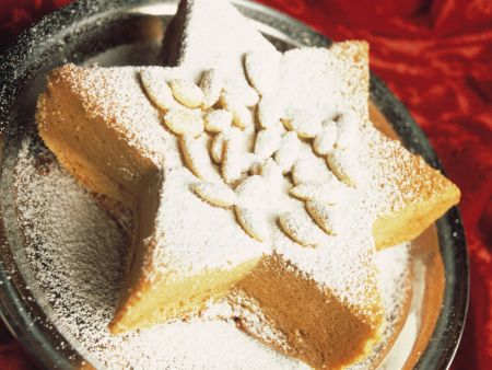 Star-shaped Almond Vanilla Cake
