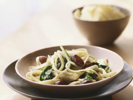 Tagliatelle with Olives, Spinach and Artichokes