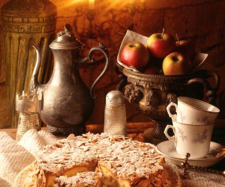 Apple-almond Cake