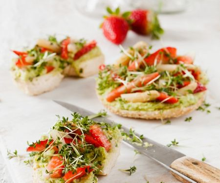 Bagel with Avocado, Strawberries and Cress