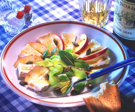 Camembert and Apple Salad