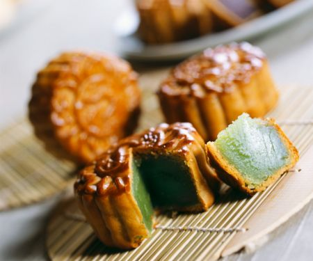 Chinese Mooncakes with Lotus Seed Filling