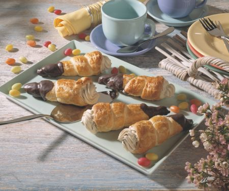 Chocolate-dipped Pastry Cones with Cream