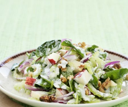 Classic Nut and Spinach Salad
