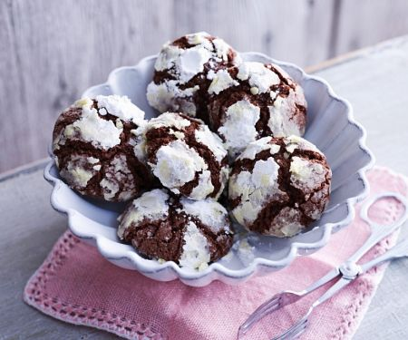 Crinkle Cookies with Hazelnuts
