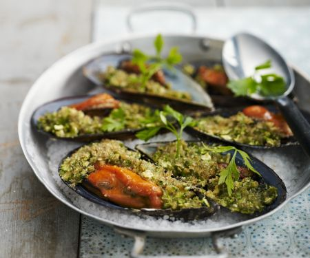 Herby Moules with Breadcrumbs