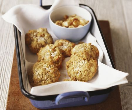 Macadamia and Cinnamon Cookies