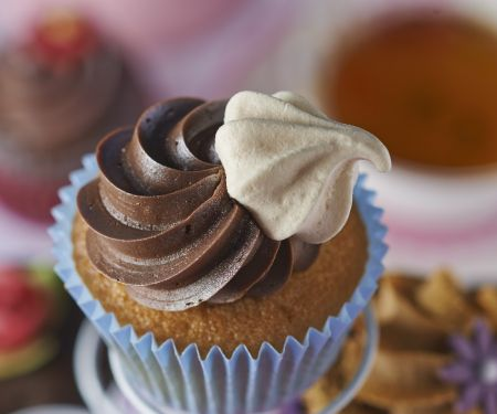 Meringue Kiss and Buttercream Cakes